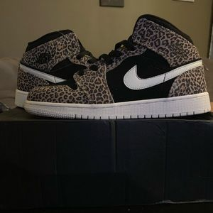 New with box Youth size 7 Leopard Air Jordan's